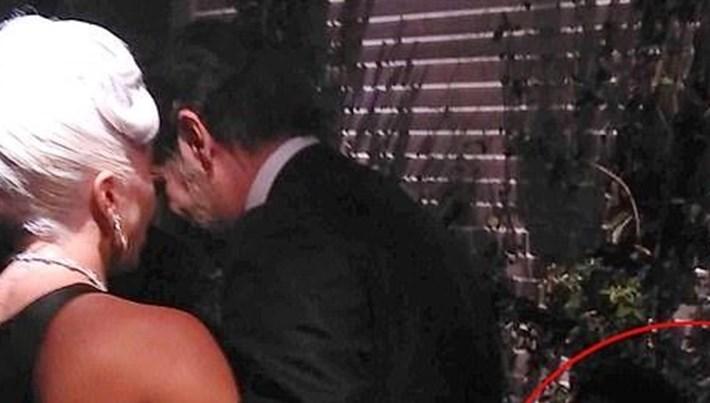 Lady Gaga ile Bradley Cooper'ın yakınlaşması Oscar partisinde de sürdü
