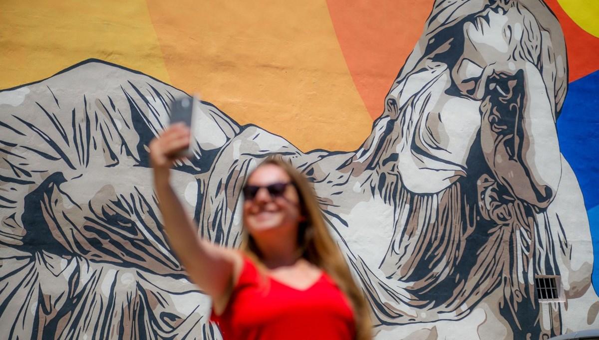 Antalya'nın duvarları sanatçıların çizdikleri resimlerle renklendi