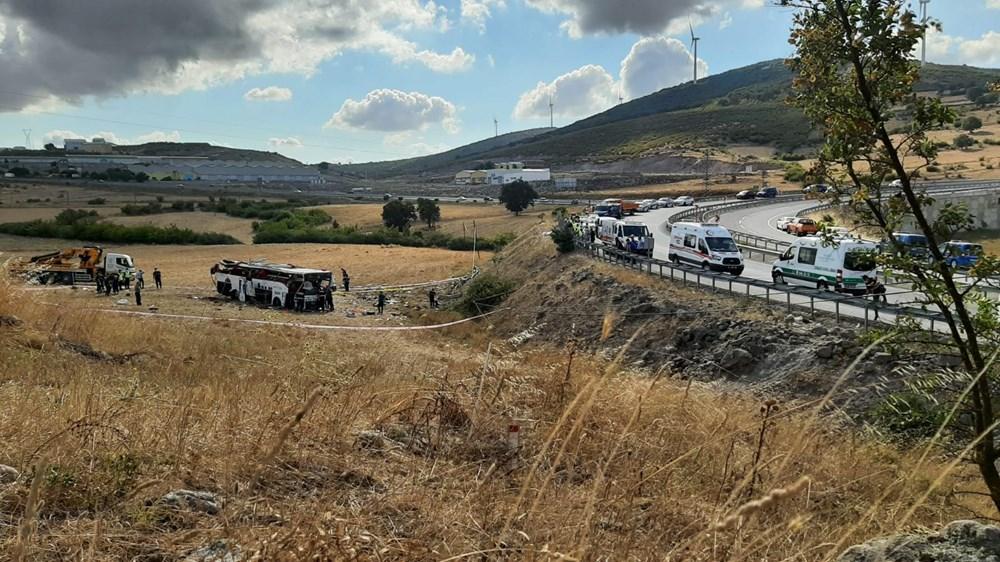 Balıkesir'de yolcu otobüsü devrildi: 15 kişi hayatını kaybetti - 9