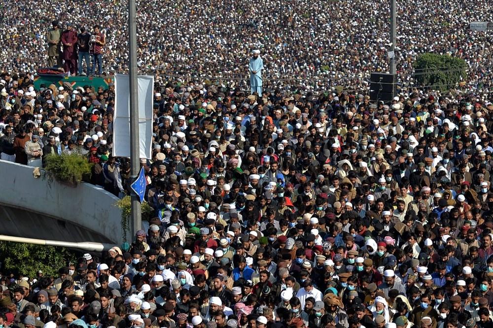 Pakistan'da on binler cenazeye katıldı - 16
