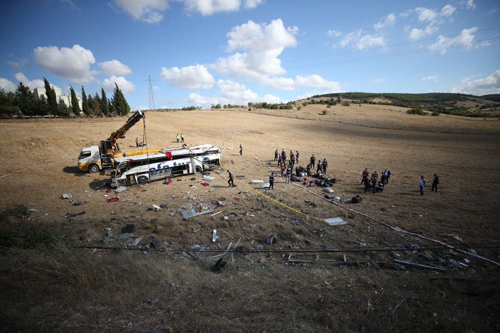 Balıkesir'de yolcu otobüsü devrildi: 15 kişi hayatını kaybetti - 26
