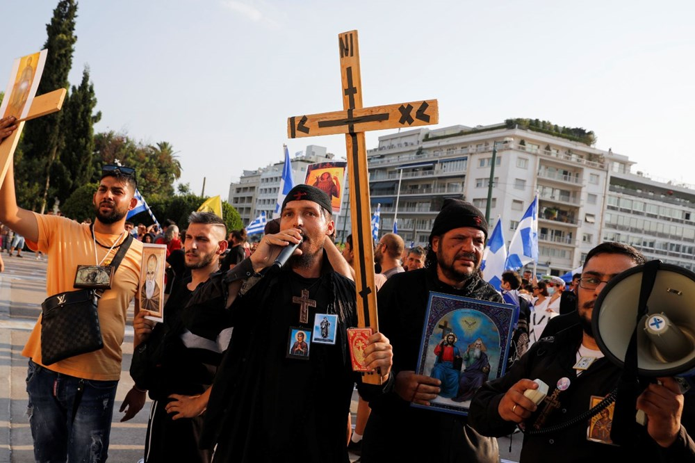 Yunanistan'da aşı karşıtları polisle çatıştı - 3