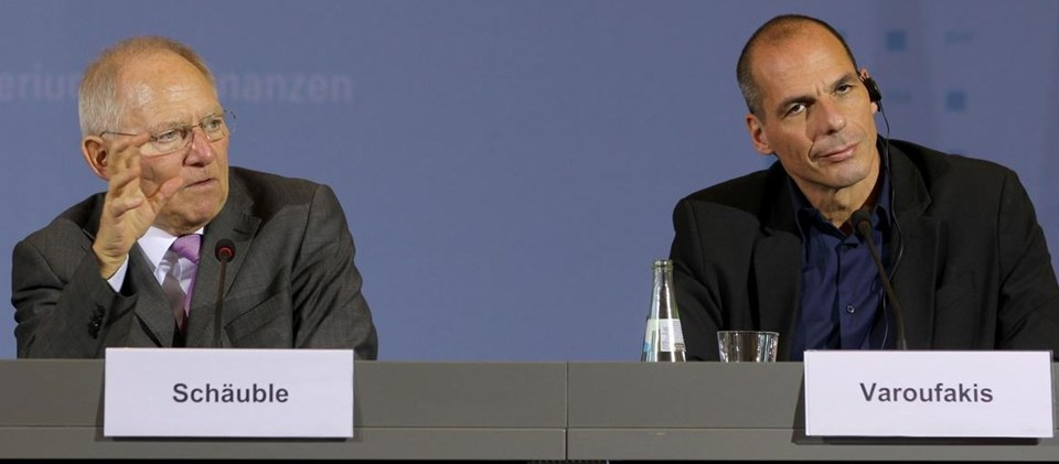 Almanya Maliye Bakanı Wolfgang Schaeuble (solda) ve Yunanistan Maliye Bakanı Yanis Varoufakis.