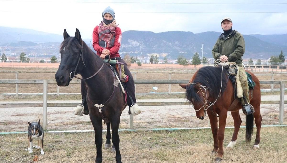 At sırtında dünya turu yapan gezginler Kütahya'da