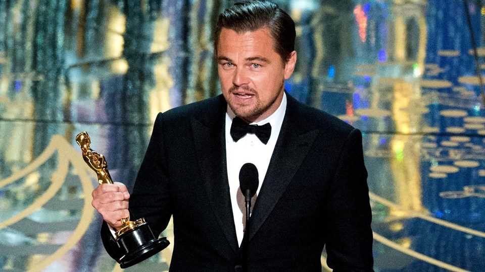 """5'inci kez aday olan Leonardo DiCaprio, 88. Oscar Töreni'nde """"En İyi Erkek Oyuncu"""" ödülünü kazandı."""