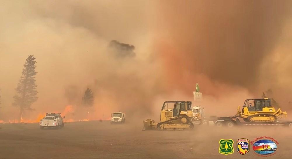 ABD'de aşırı sıcaklar nedeniyle 60'tan fazla orman yangını: Binlerce kişi tahliye edildi - 1