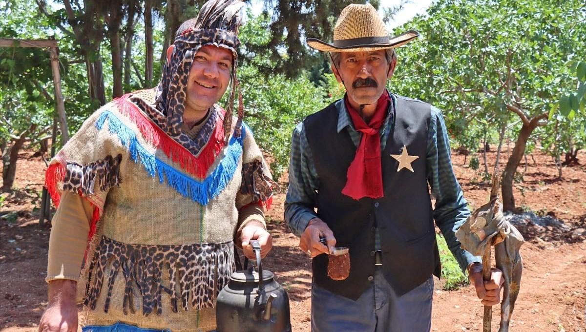 Sürekli ata biniyor ve Kızılderili kıyafetiyle geziyor: Adıyaman'da kovboy hayatı
