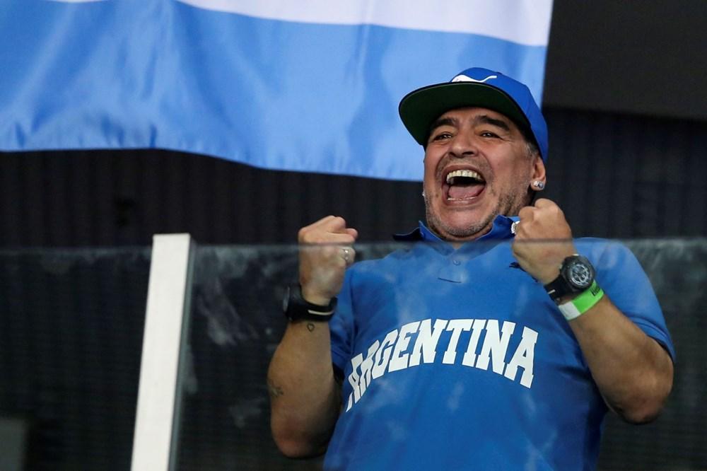 Futbol dünyasından Armando Maradona geçti - 8