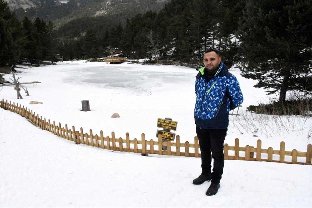 Gümüşhane'de yüzeyi buz tutan Limni Gölü ziyaretçilerini büyülüyor - 10