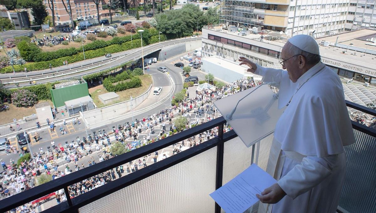 Papa, ameliyatın ardından ilk kez kameralar karşısında