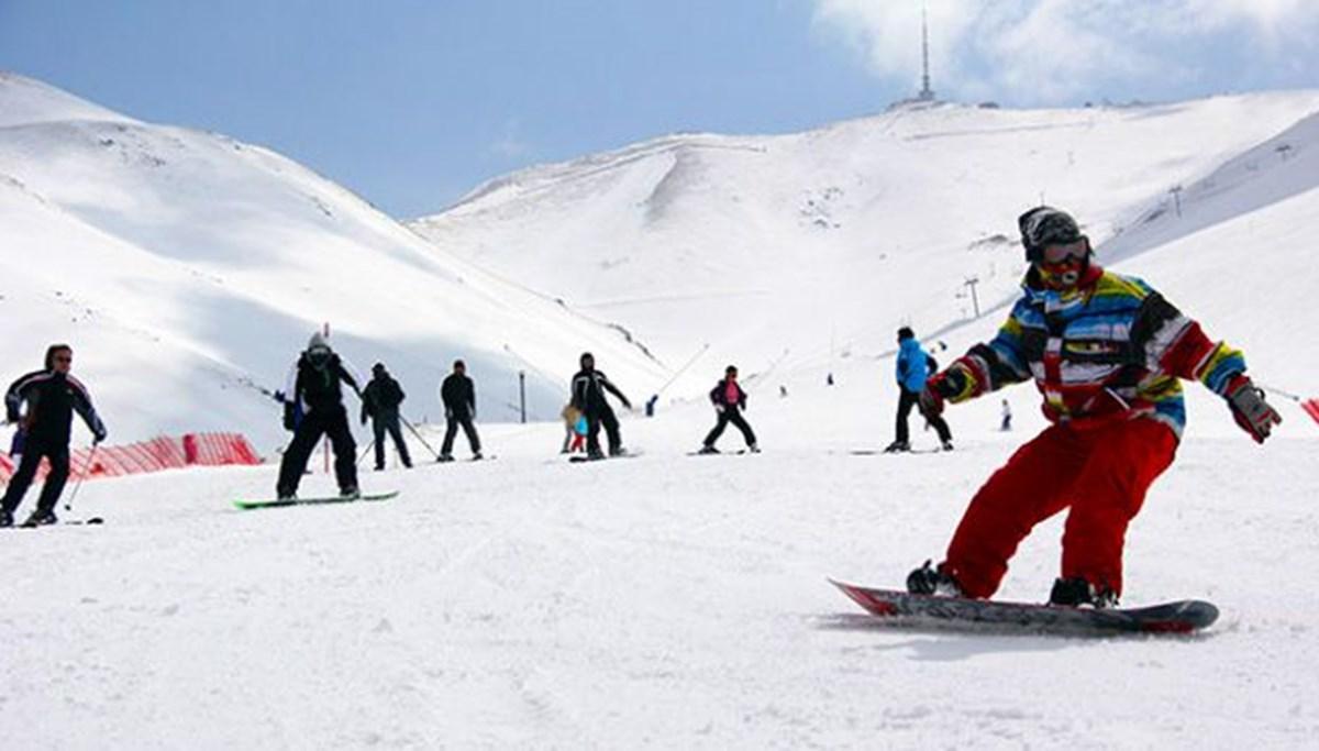 Palandöken'de yapay karla kayak keyfi