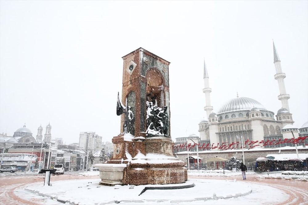İstanbul'da kar yağışı devam ediyor - 33