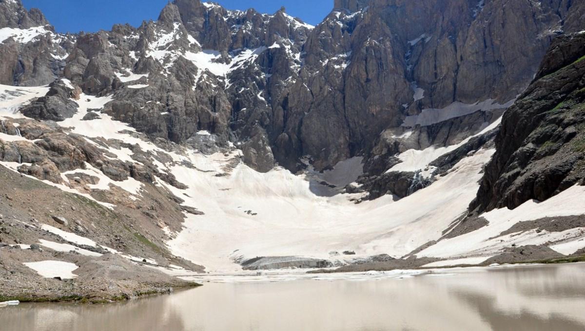 Türkiye'nin zirvesi 20 bin yıllık 'Cilo Buzulları' eriyor