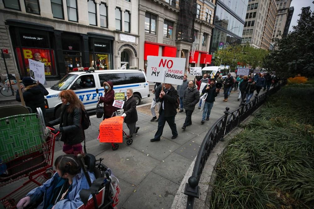 New York'ta karantina karşıtları maske yaktı - 18