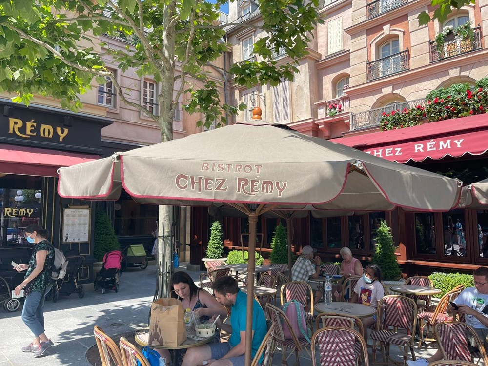Disneyland Paris reopened after 7.5 months - 3