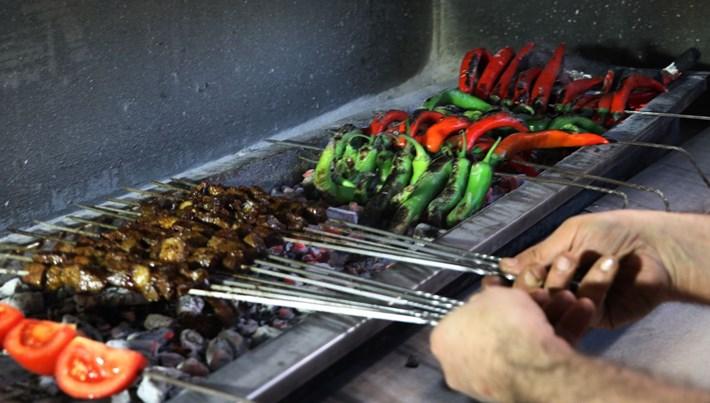 Kahvaltıda bile tercih edilen lezzet: Diyarbakır Ciğer Kebabı (Günde 5 ton tüketiyorlar)