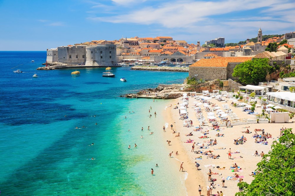 Which country in Europe is suitable for traveling, for whom and when?  - 10