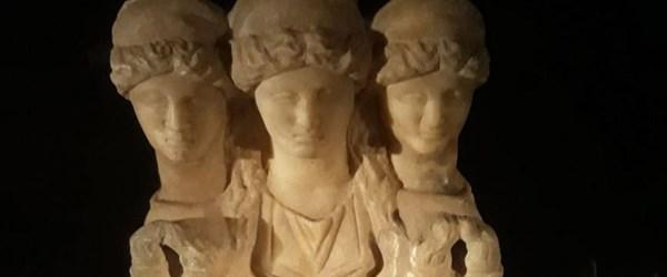 Roma dönemine ait 3 başlı kadın heykeli ele geçirildi