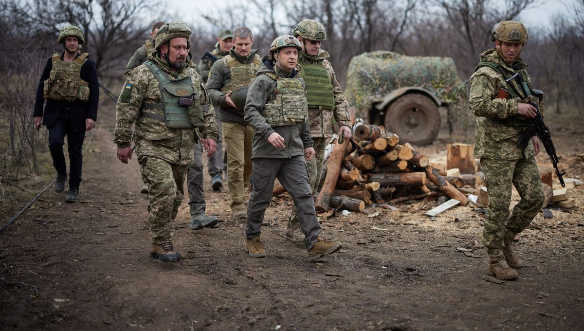Ukrainian President Zelensky goes to the front line