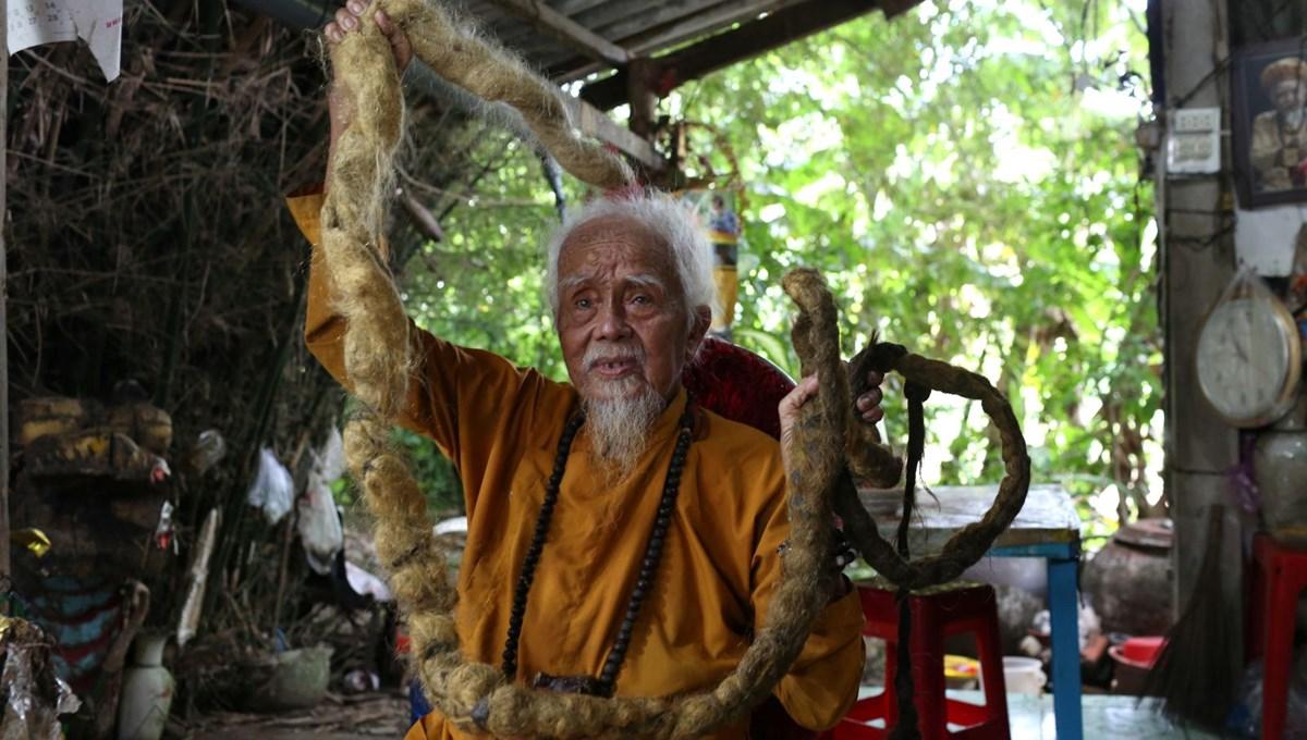 80 yıldır saçlarını kestirmiyor (5 metre uzunluğunda)