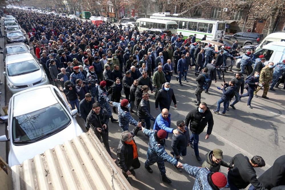 Ermenistan'da darbe girişimi: Paşinyan destekçileri ve karşıtları meydanlara çıktı - 16