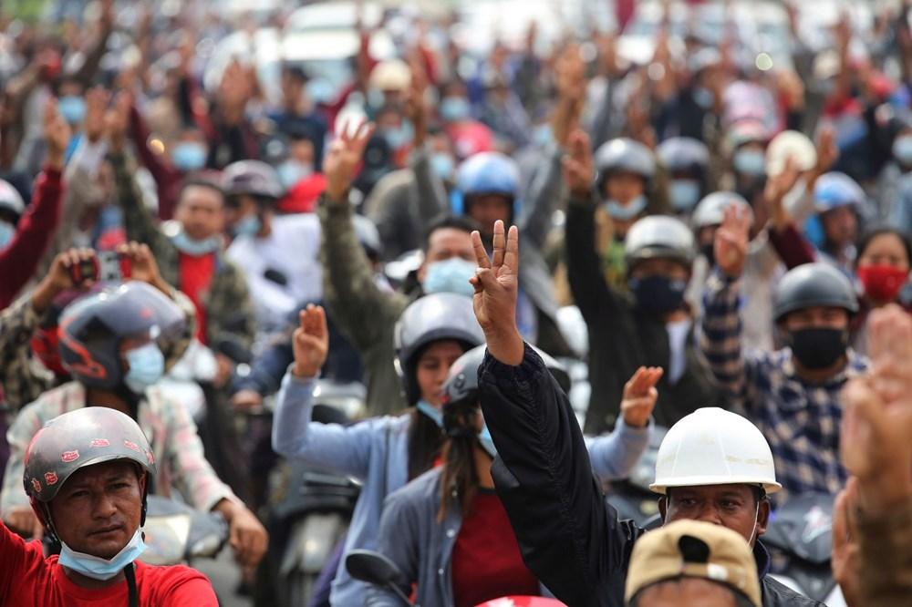 Myanmar'da on binlerce kişi cuntaya meydan okudu - 11