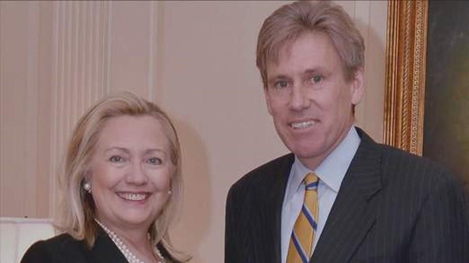 Stevens, ABD Dışişleri Bakanı Hillary Clinton'la.