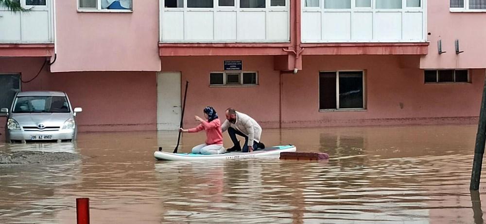 İzmir'i sel vurdu: 2 can kaybı - 5