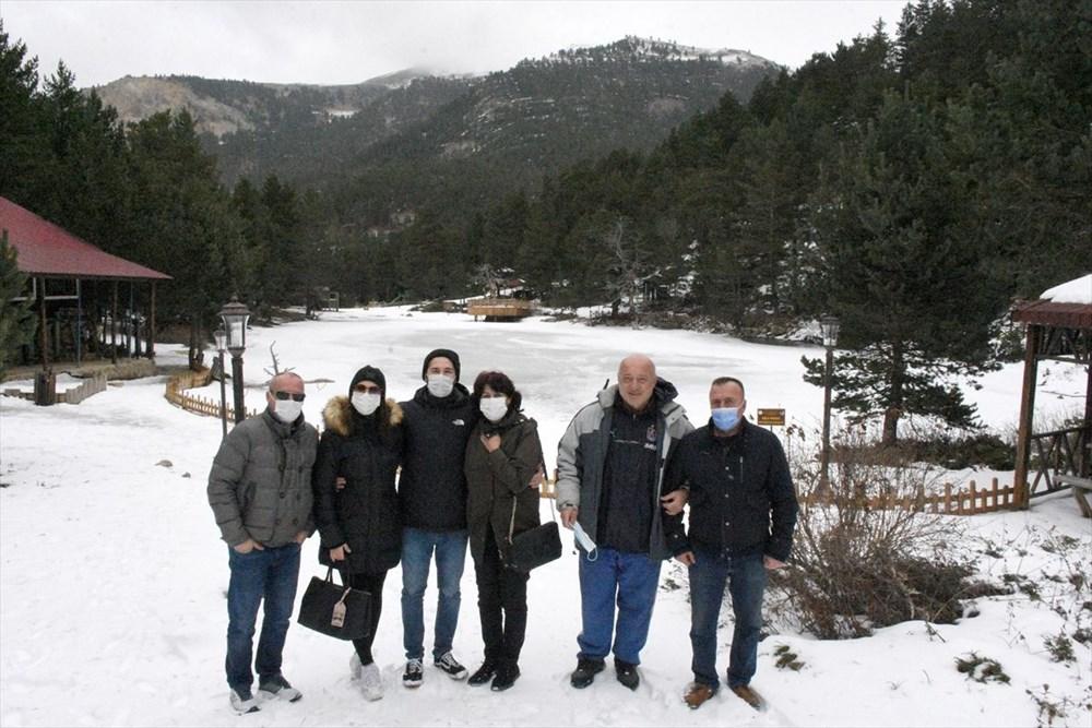 Gümüşhane'de yüzeyi buz tutan Limni Gölü ziyaretçilerini büyülüyor - 7