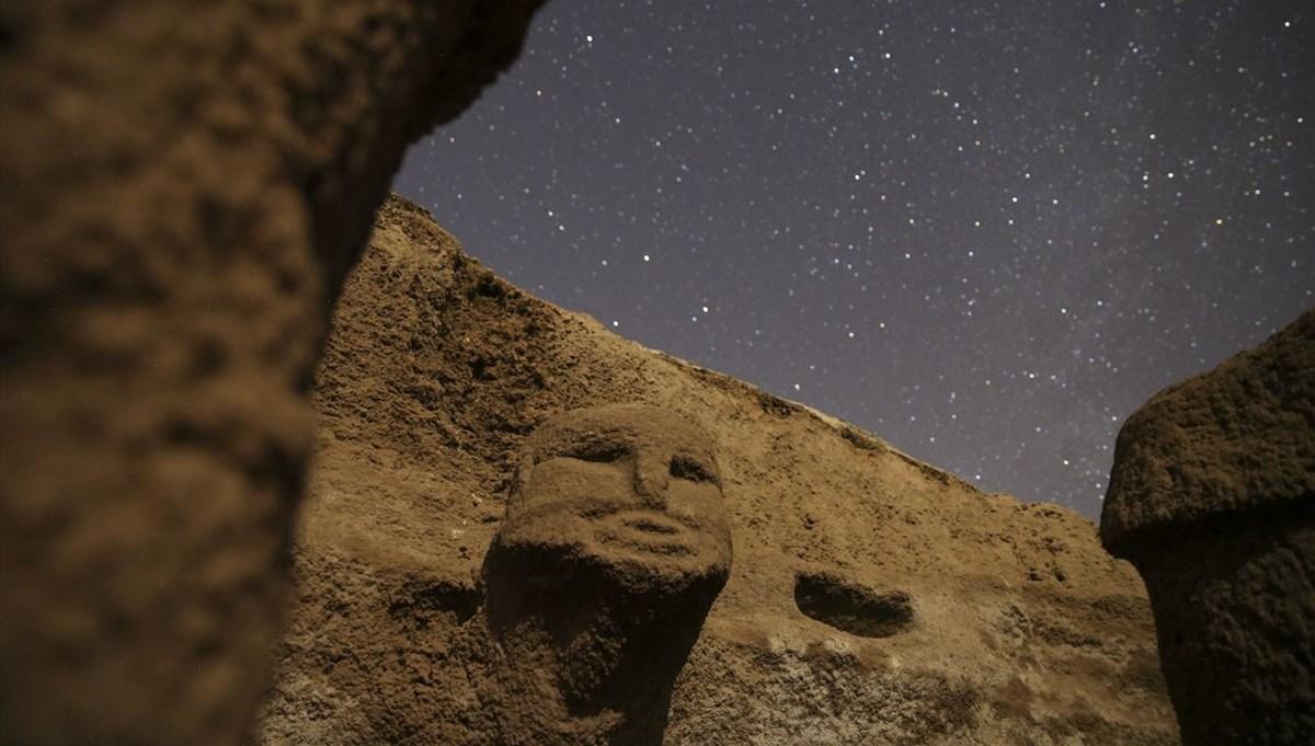 Neolitik dönemin önemli merkezi 'Karahantepe' yıldızların altında