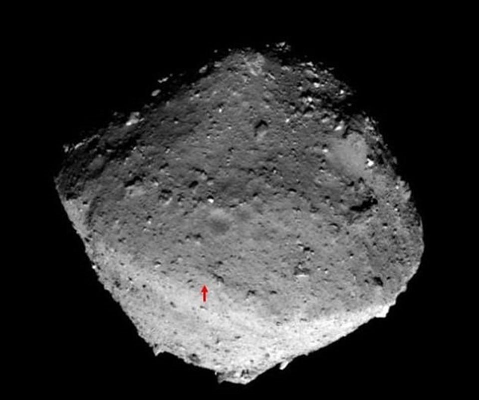 1kilometre genişliğindeki Ryugu asteroidini incelemek için bir süredir görev yapanHayabusa2'ninaldığı numunelerle 2020'nin sonlarında Dünya'ya dönmesi öngörülüyor.