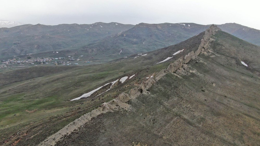 This is Sivas, not China!  It's called the 'Natural Great Wall of China' - 9