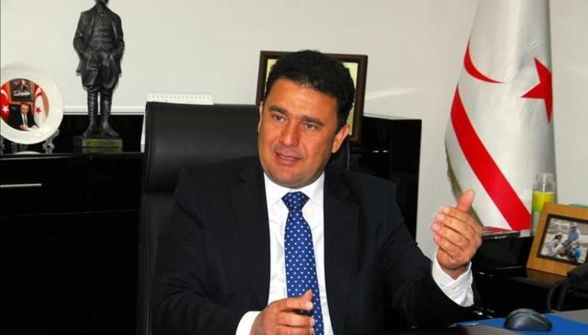 SON DAKİKA:KKTC Başbakanı Ersan Saner istifasını sundu