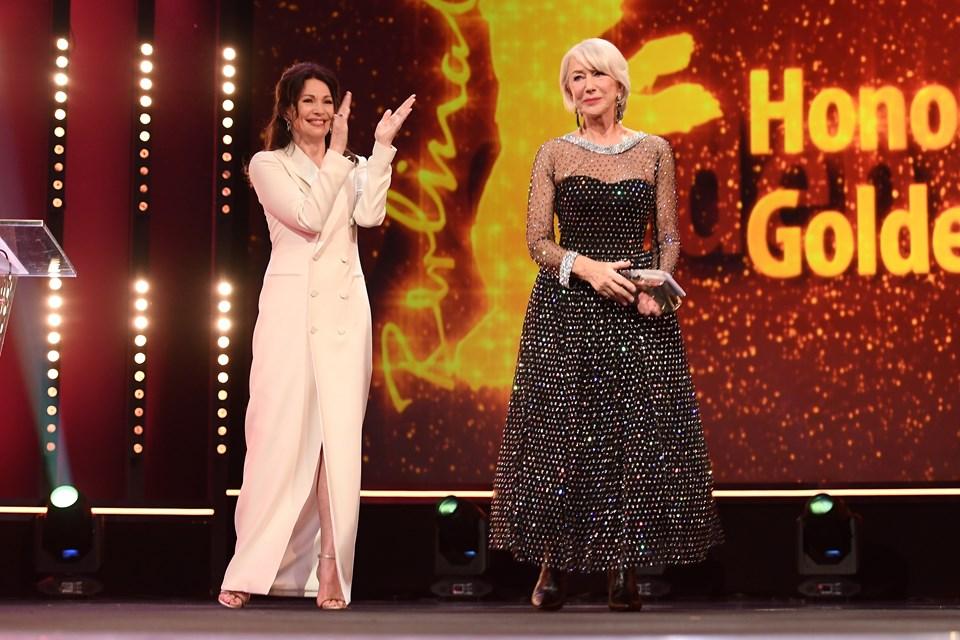 Helen Mirren, festivaldeİngiliz markası Suzannah imzalı bir elbiseyle boy gösterdi.