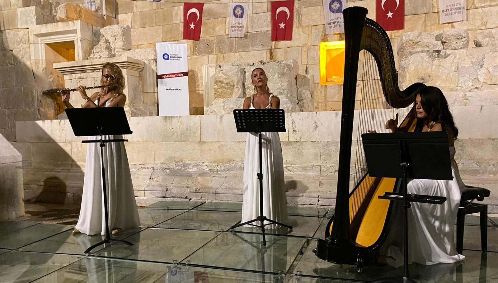 Trio Patara Grubu ilk konserini Patara'daki meclis binasında verdi