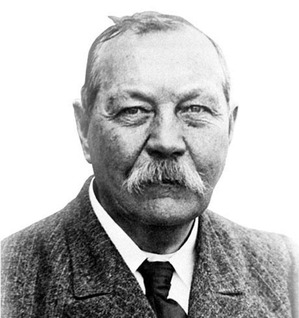 Sherlock Holmes hikayelerinin yaratıcısı İskoç yazar Arthur Conan Doyle