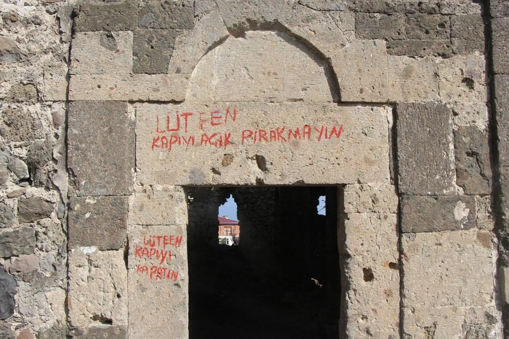 Defineciler tarihi kiliseyi talan etti - 6