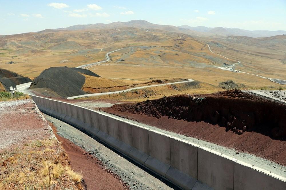 İran sınırında kaçak geçişleri engellemek için beton duvar örülüyor - 13