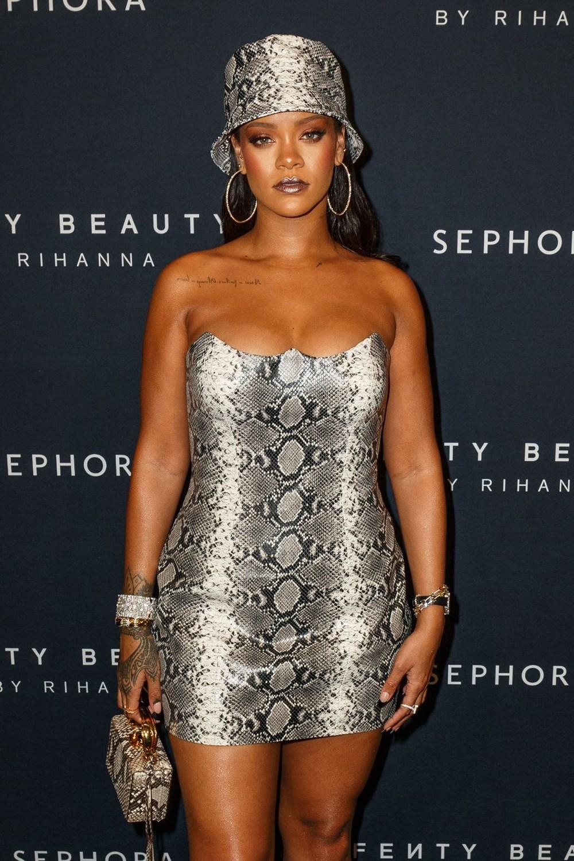 Rihanna iç çamaşırı koleksiyonuna modellik yaptı