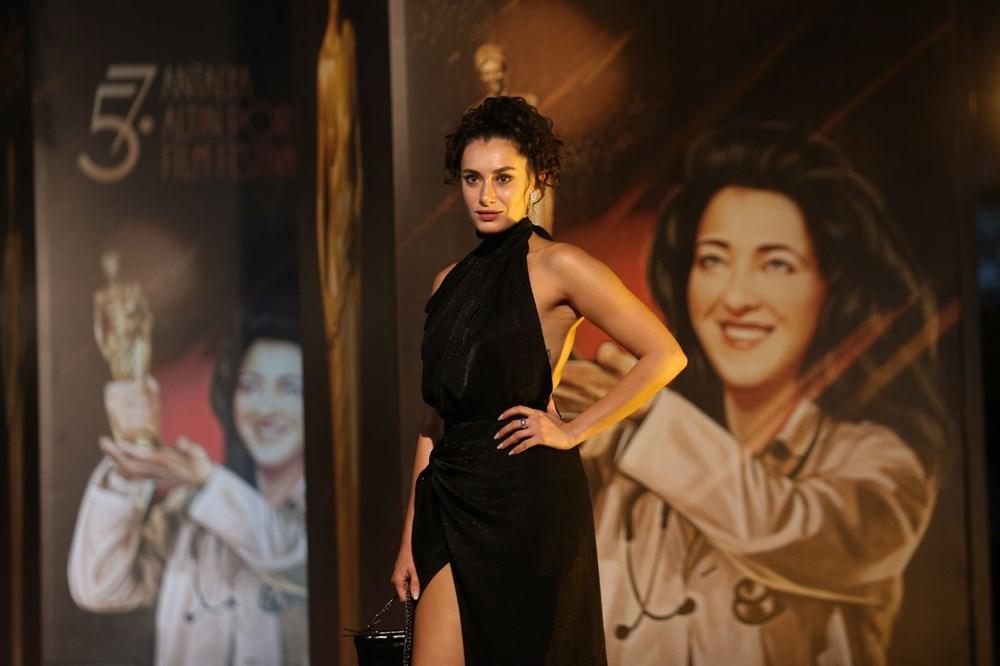 Altın Portakal Film Festivali kırmızı halı geçişiyle başladı - 19