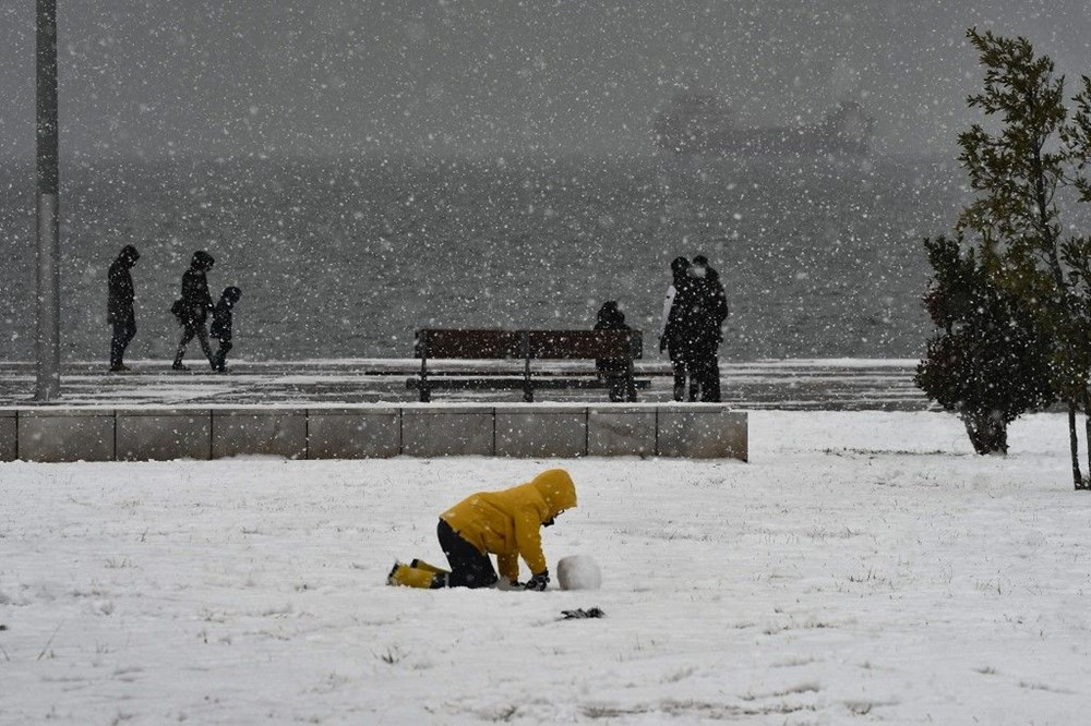 12 yıllık özlemin ardından Atina'da heyecan yaratan kar Girit ve Eğriboz'da iki can aldı - 2