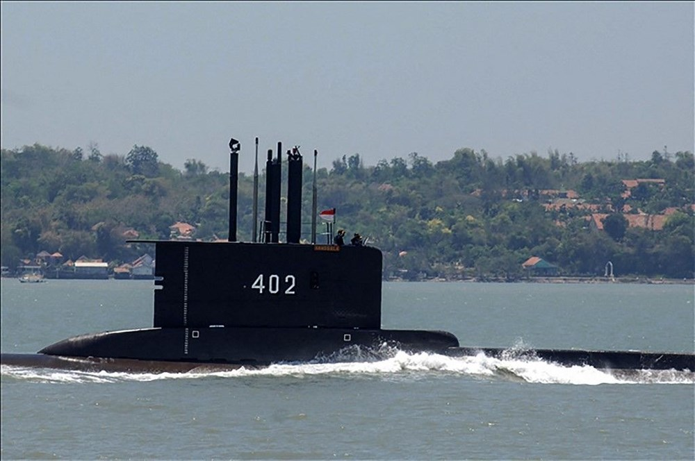 Missing submarine wreck fragments found in Indonesia - 4