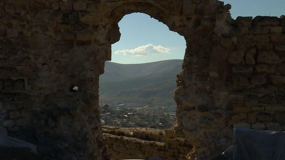 Bayburt Kalesi'nde tarihi kalıntı ve eserlere ulaşıldı - 9