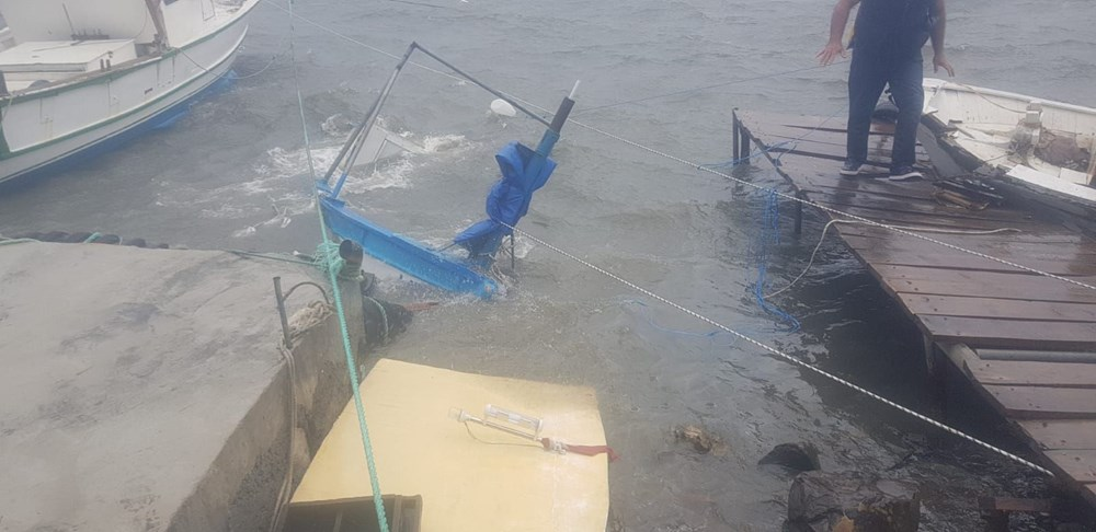 Ayvalık'ta fırtına: 20 tekne battı - 9