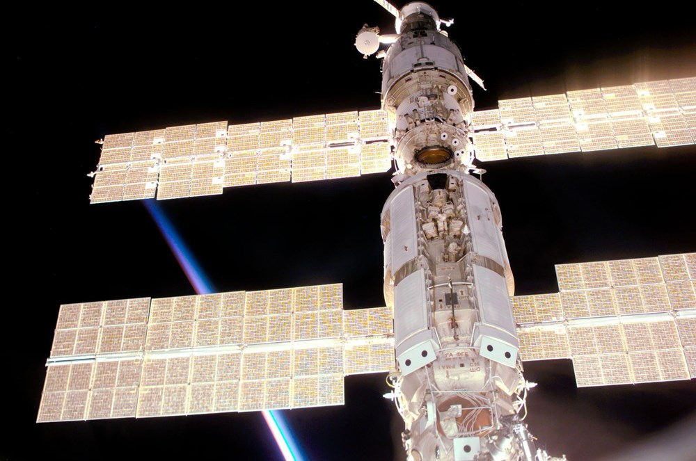 Russian cosmonauts discover new cracks on International Space Station - 9