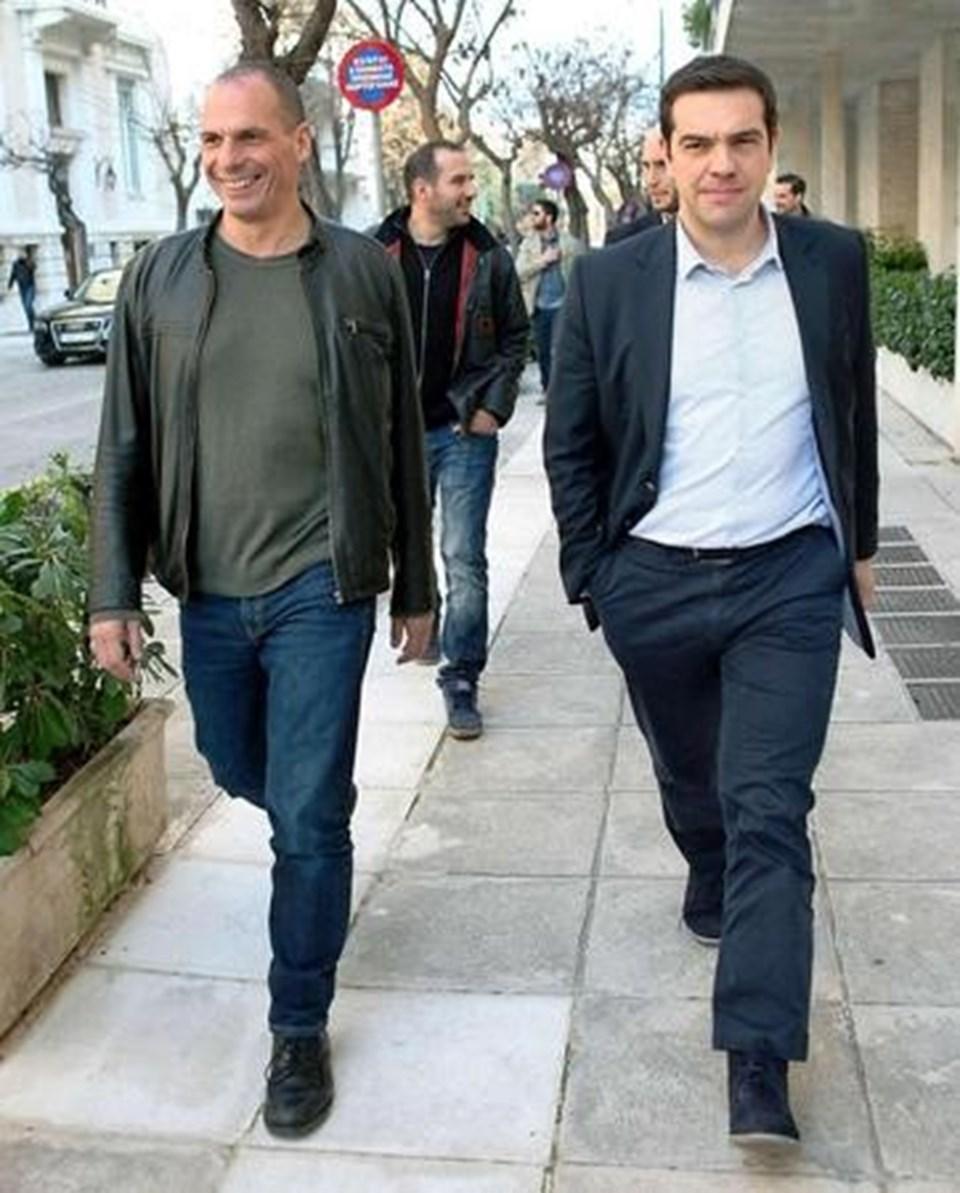Varoufakis, Çipras ile seçim ertesi Atina sokaklarında zafer yürüyüşü yapmıştı. Eski dostlar, AB ile yapılan anlaşma sonrası şimdi 'görüş ayrılığına' düştü.