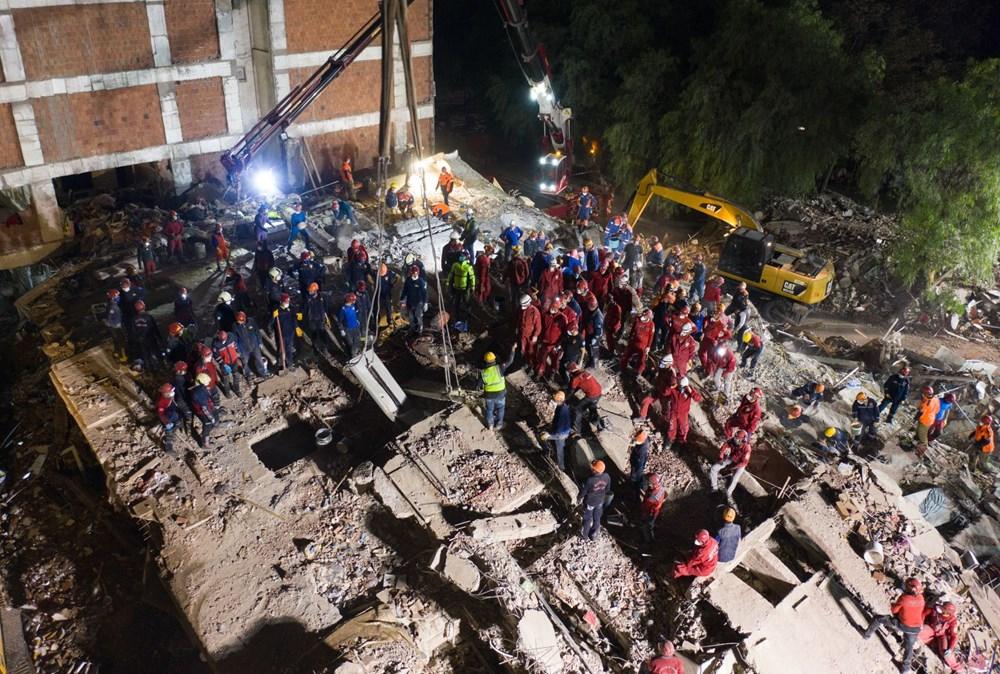 İzmir'de deprem sonrası enkaz altındakiler için zamana karşı yarış (65'inci saatte kurtarıldı) - 4