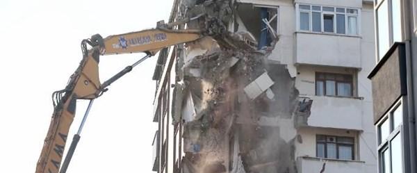Kartal'da Yunus Apartmanı'nda yıkım sürüyor