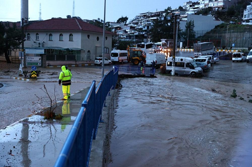 İzmir'i sel vurdu: 2 can kaybı - 6