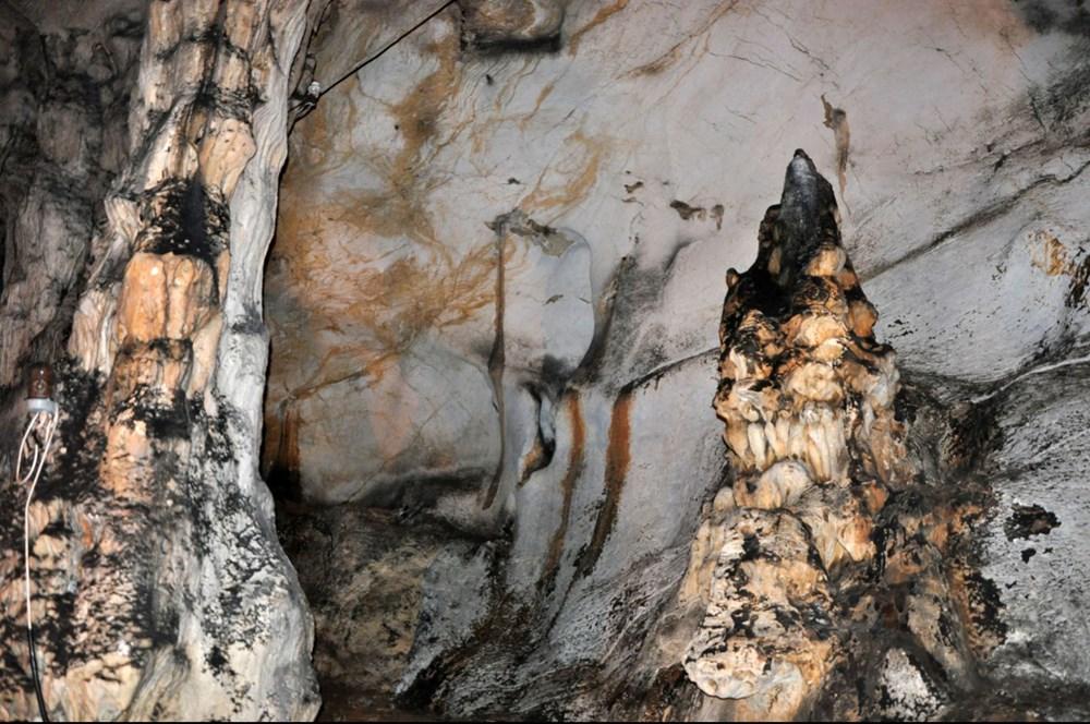 5 milyon yıllık Yalan Dünya Mağarası'nın duvarlarını 'aşıklar' tahrip etti - 10